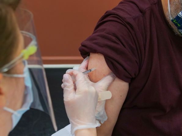 VACINAÇÃO DOS SERVIDORES DAS AGÊNCIAS – Cerca de 80% dos servidores que atuam presencialmente em PAF'S iniciaram a vacinação